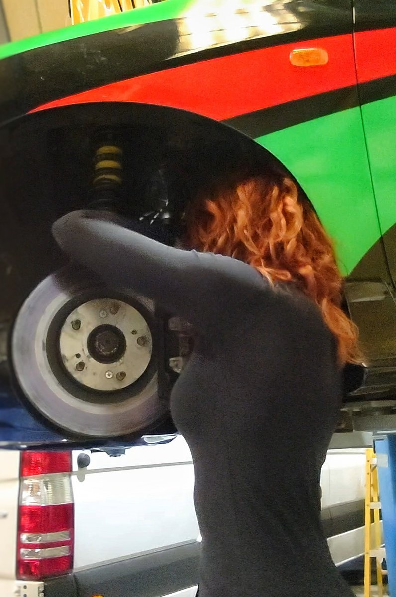 Civic hubs looking refreshed with new ball joints and a fresh coat of paint  http://www.instagram.com/natashatressler  @relssertracing #relssertracing #hondacivic #typer #ep3 #vtec #racecar #workshop #mechanic #motorsportwoman #clubracingukpic.twitter.com/X4p6kAOGx9