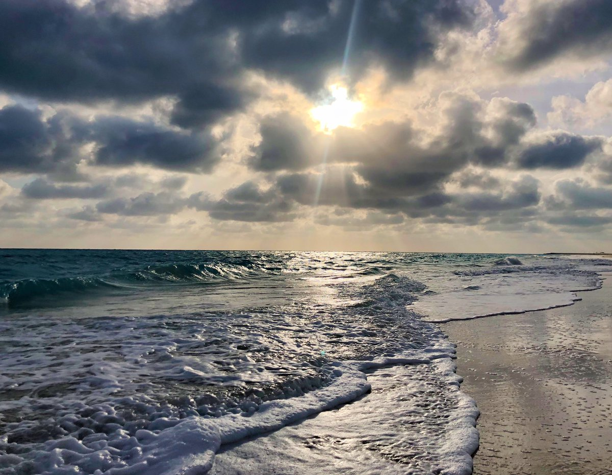 """LET THE WAVES CARRY YOU WHERE THE LIGHT CAN NOT    #iphoneX """"RETWEET IF U LIKE IT"""" pic.twitter.com/kQRhtyK65b"""