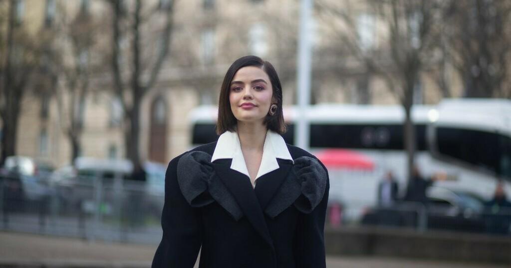 @parisfashionweek by @fhcm x @miumiu x @lucyhale . . .  #lucyhaleedit #ariamontgomeryedit #lucyhalestyle #lucyhalefans #lucyhale #mıumıu #miumiuss20 #miumiu財布 #miumiuclub #miumiulover #beautifulactress #actressgallery #actresslifestyle  #celebrityblo… https://instagr.am/p/CAiUvEEMn9T/pic.twitter.com/DAN0F1XTzl