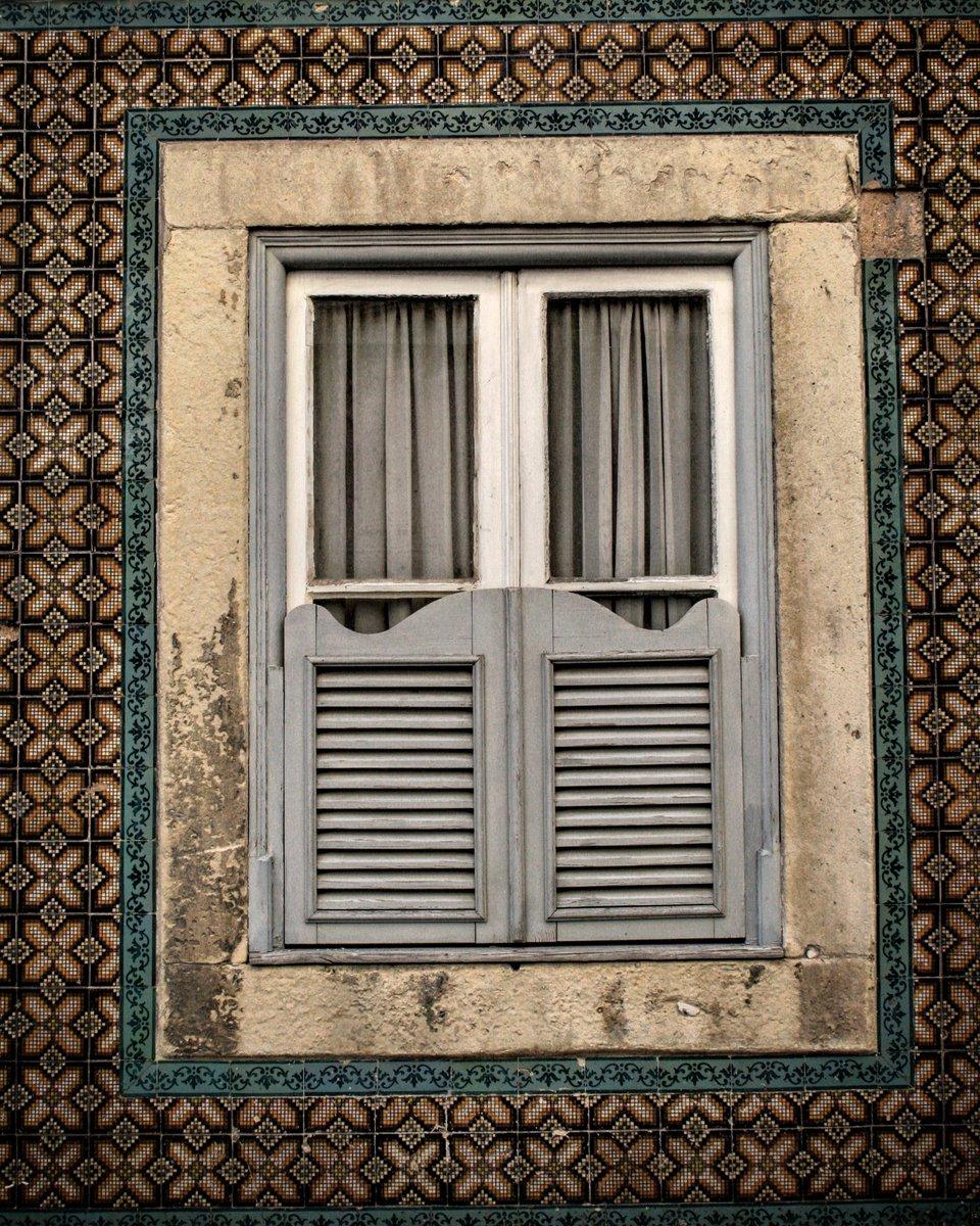 Window Art. Lisbon, Portugal. Photo © Simon Raven #Portugal #Lisbon #tiles #ceramics #architecture #exteriordesign #travel #travelphotography #natgeopic.twitter.com/Ho509fpKjx