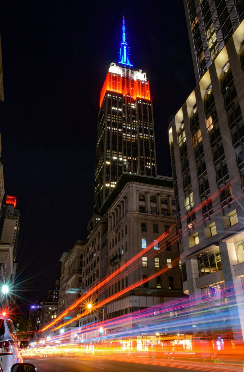Taken May 23rd, 2015 Wishing you a safe and happy Memorial Day Weekend.  #NewYorkTough #HappyMemorialDayWeekend #HappyMemorialDay #NY1Pic @EmpireStateBldg @nycfeelingspic.twitter.com/sSJW7V2zsE