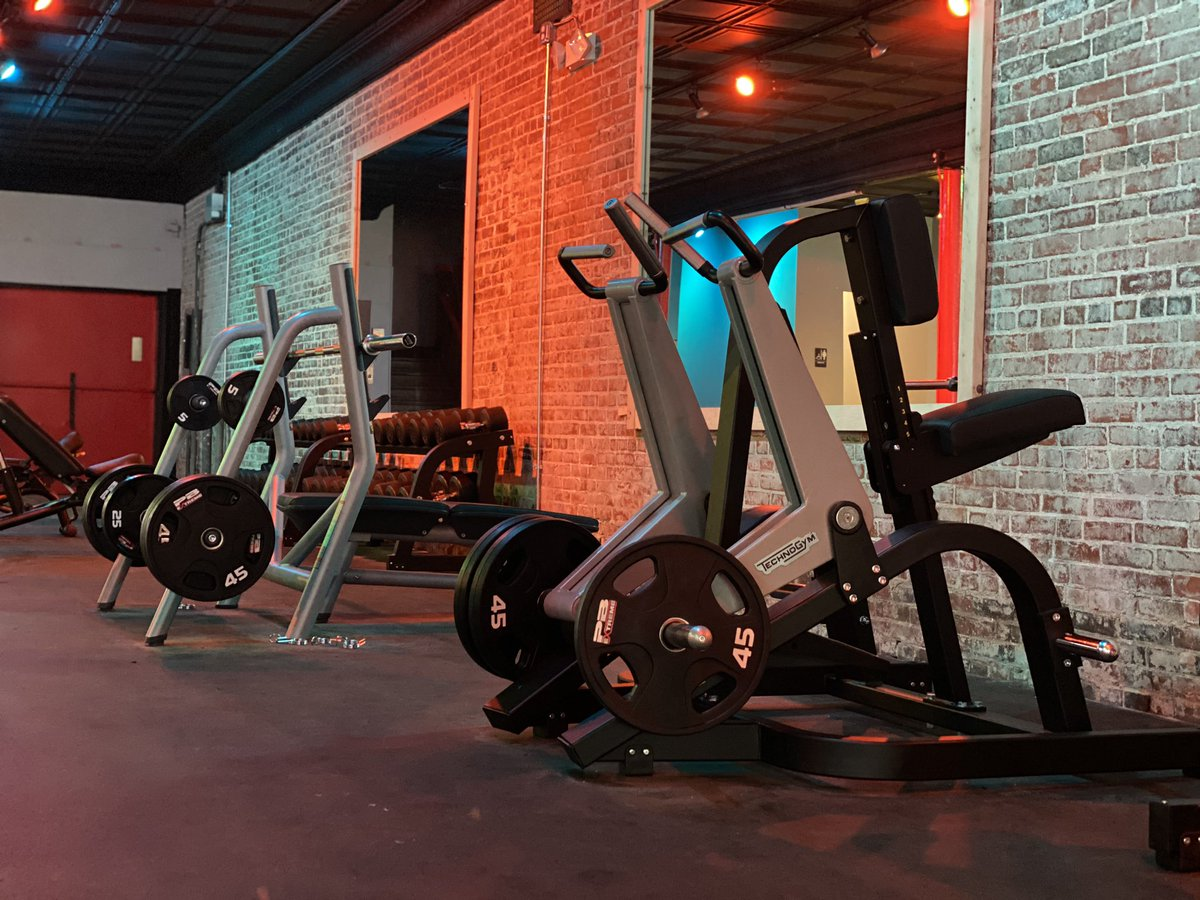 We are now open! #gymlife #fitnesspic.twitter.com/5aoANhBrWx