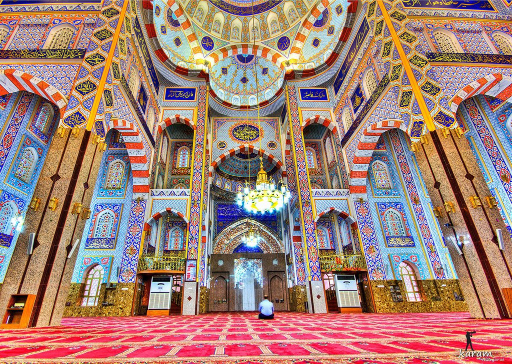 I wish all Muslims around the world a great holiday, a lot of delicious food, and a lot of health and happiness! May all your good wishes come true! #EidMubarak Photo: Jalil Khayat Mosque in Kurdistan 🕌☀️