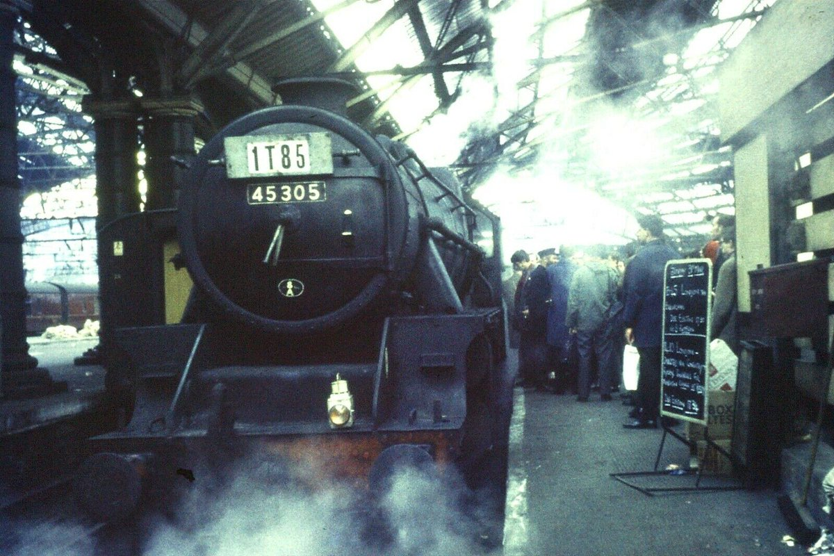 Lime Street Railway Station #Liverpool pic.twitter.com/4fBoLWsk7l