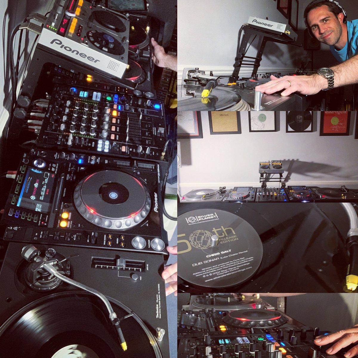 Fun little vinyl mix just now!  #techno #progressive #vinylpic.twitter.com/WXQHOiyprd