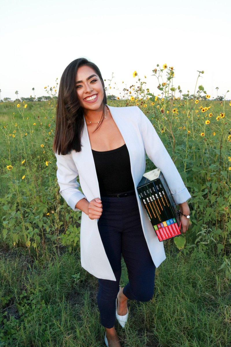 One step closer to my dream job! Med school, here I come!   #McGovernMedicalSchool #UTHealth #MS1 #futureMD #myjourneytobecomingadoctor #Latina #Hispanic #minority #highereducation #womeninhealthcare #futurehealthcareprofessional #Classof2024 #RGVtoHoustonTXpic.twitter.com/QxttGedP6J