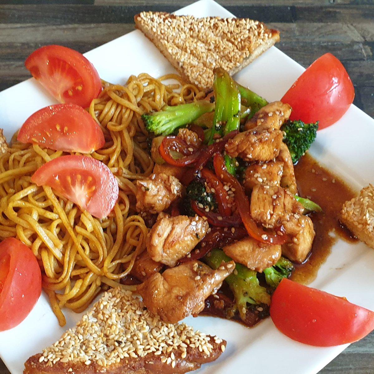 An old fsv tonight, sesame chicken and broccoli  https://t.co/YaJxMrcF79 #twochubbycubs #sesameseed #slimmingworld https://t.co/9rK7SOK5ff