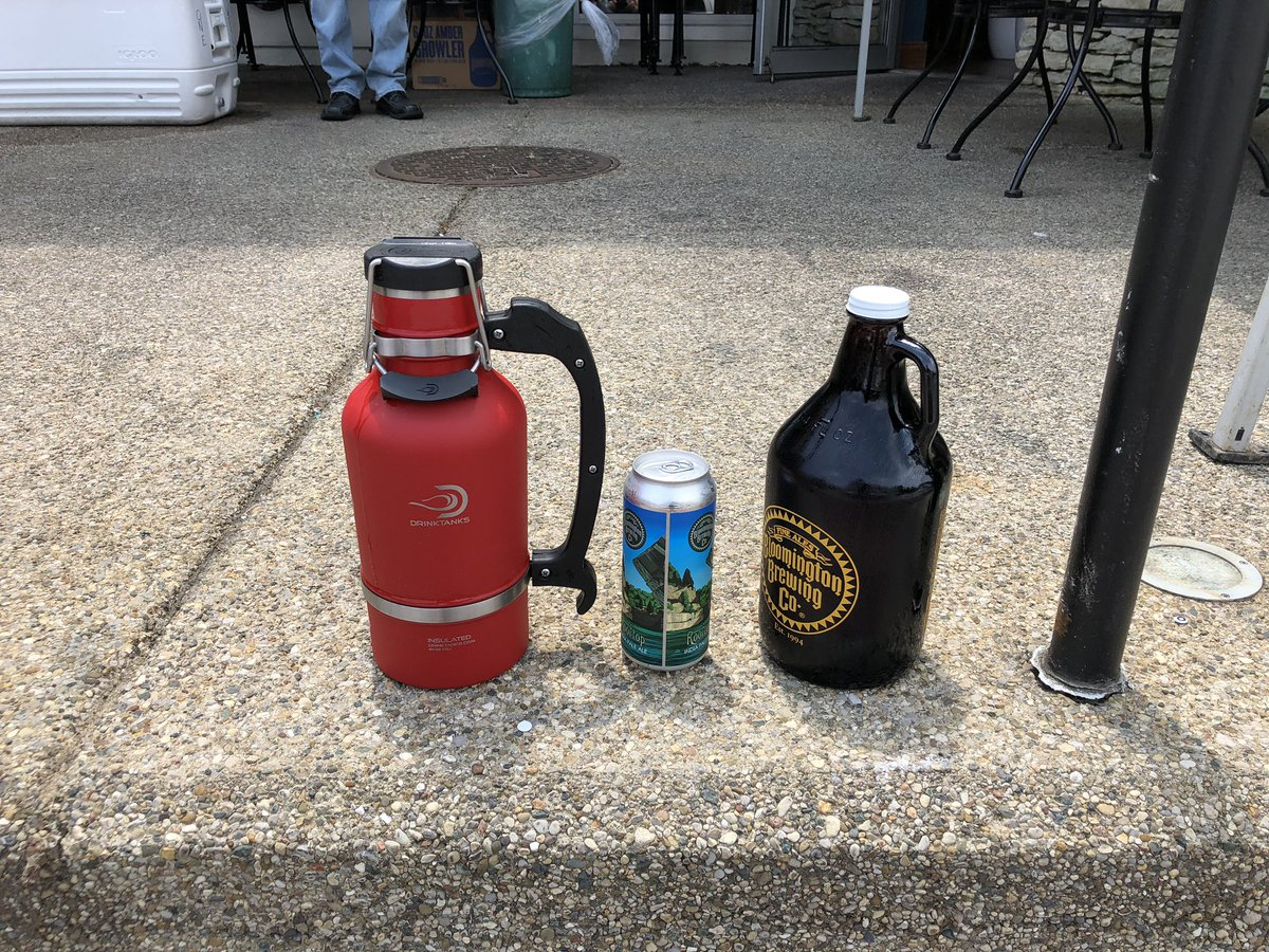 Saturday pickup before yardwork. #bloomingtonbrew #growlers #rooftop #backcountry #ipapic.twitter.com/BnZxJq8oAn – at Lennie's