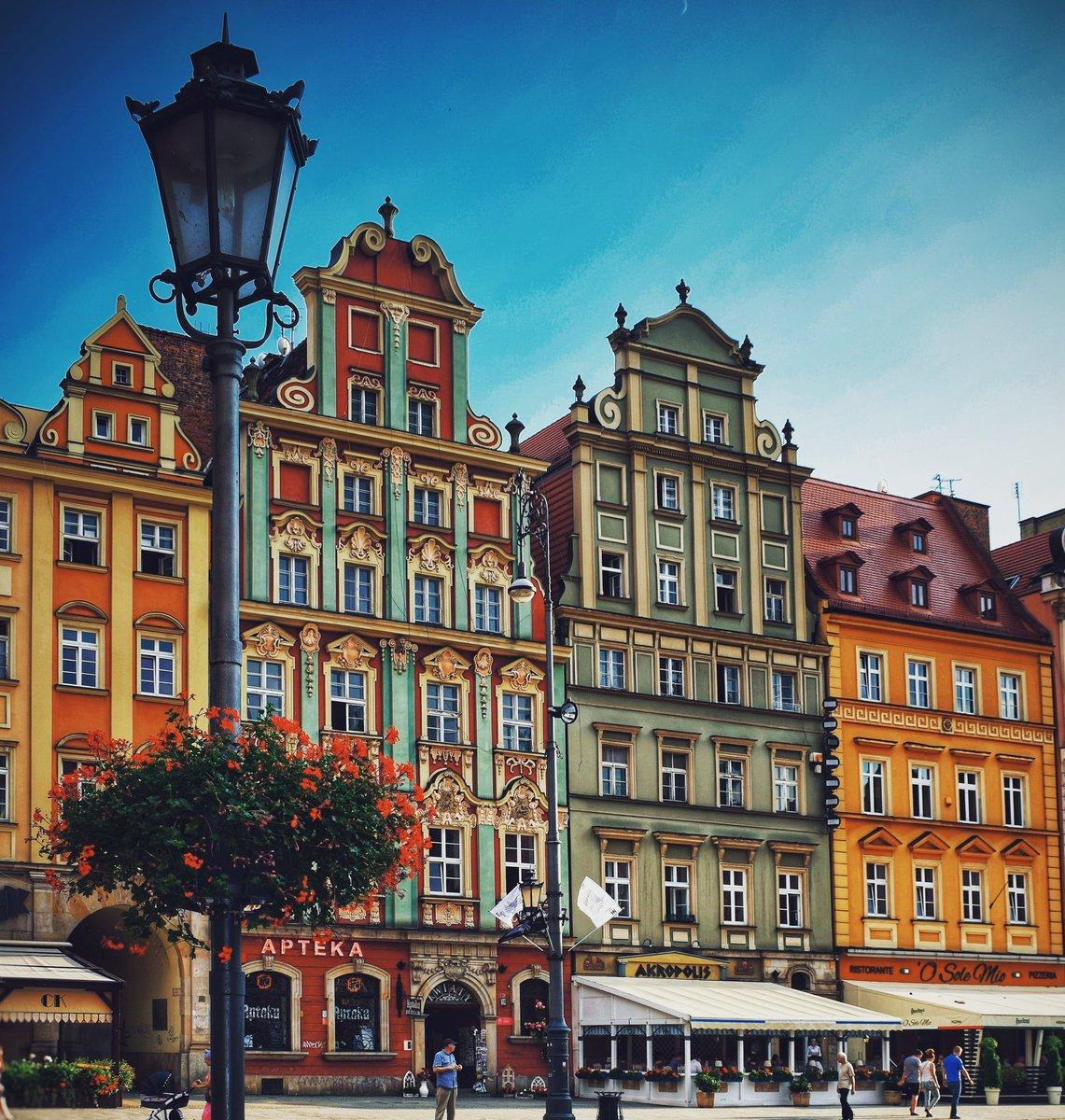 The colours are amazing! Wroclaw in Poland   #WeAreKuruWe #postcardsfromtheworld #TravelAddict #Travellingram #WorldTraveler #MyTravelStory #WanderingSoul #travel #wroclaw #travelblogger #polishboy #polska #poland #polskadziewczyna #polishgirl #warsaw #polandisbeautifulpic.twitter.com/yO2iq46MP8