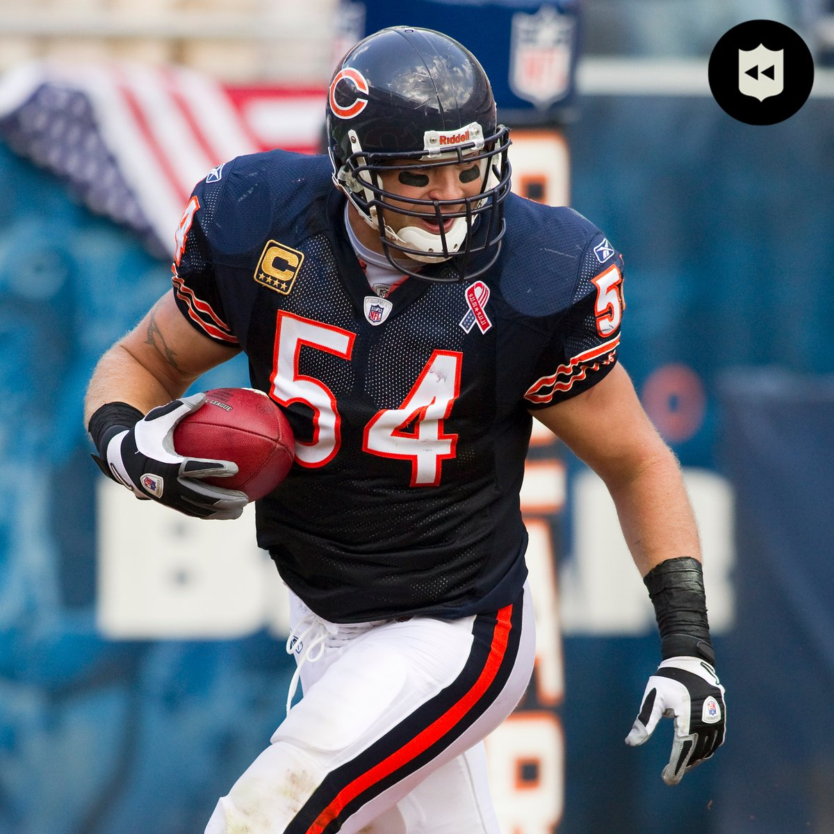 Wishing Hall of Fame LB @BUrlacher54 a happy 42nd birthday! 🐻 @ChicagoBears https://t.co/1Cans2wkdO