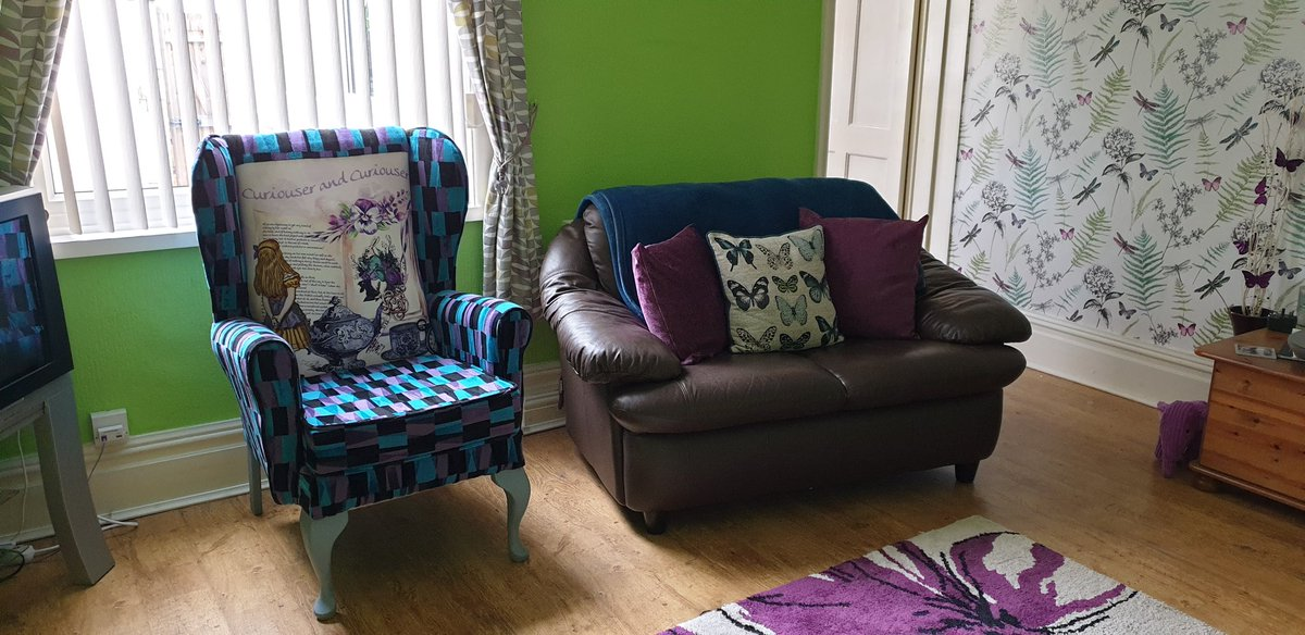 Lockdown makeover in my little 2 up 2 down  slowly adding a bit of colour, room by room  #home #homeowner #myhouse #love #colour #purple #green #teal #AliceInWonderland #wingbackchair #bespoke #livingroom #bedroom #spareroompic.twitter.com/OYpRKqWXYj