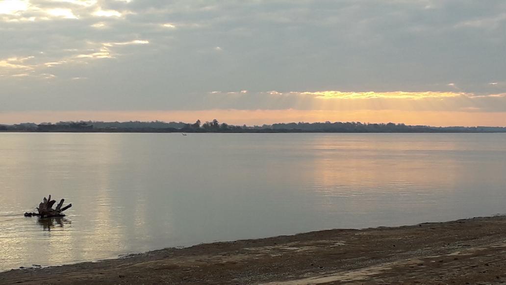 #sunset #Uruguay River pic.twitter.com/r5tpbdiipg