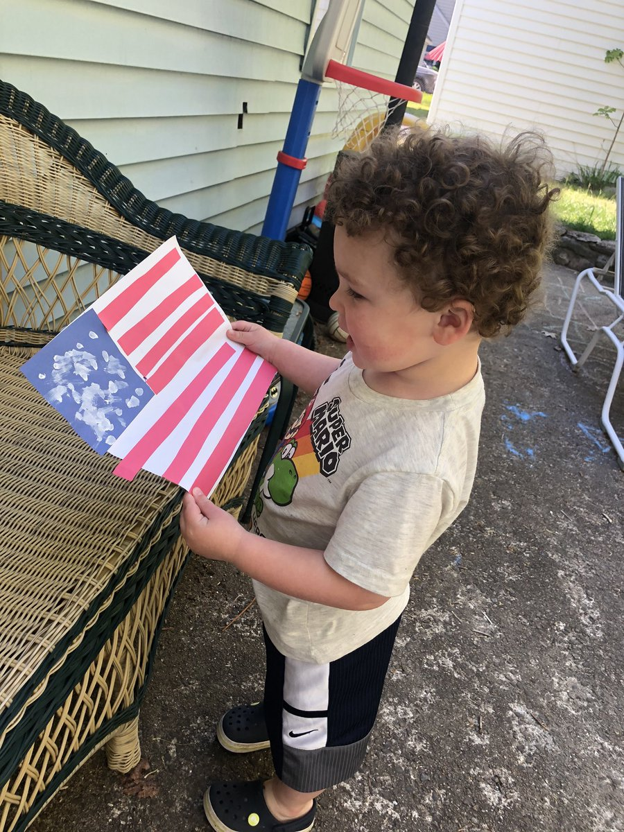 Saturday's a perfect day to make your homemade flags for our virtual flag garden across the Commonwealth. Bring your favorite young one and talk to them about our heroes and all they did for our country. And share your pics at #HeroesFlagGarden today! https://t.co/tHdXlyRiXq