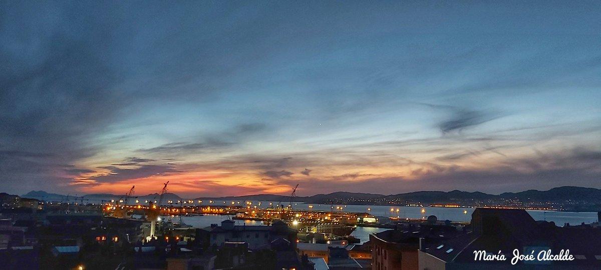 Una noche de lujo en #Vigo  para despedir este #sábado de Mayo  Por el viento que nos acompañó todo el día, se ven con claridad las luces de #Morrazo ,que ganas de ir a disfrutar del otro lado de la #RíaDeVigo  Hasta mañana amigos @SESEIXA @GaliciaMaxica @Vigo__e @elviajeroaccide