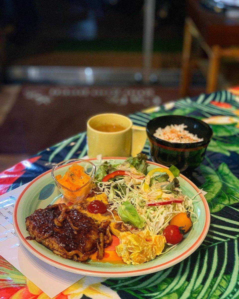 店内は落ち着く雰囲気で、穴場な所に店舗を構えてるから好き( ´ ▽ ` )ノ 11時〜22時まで営業してて、手料理がとても美味しいから行ってみて 休日のひととき☆.。.:*・° #cafegoogoopeco #googoopeco #グーグーペコ #日替わりプレート #日替りプレート #カフェラテ #cafelatte #手料理 #5月23日pic.twitter.com/TVEyaIWySV – en goo goo peco