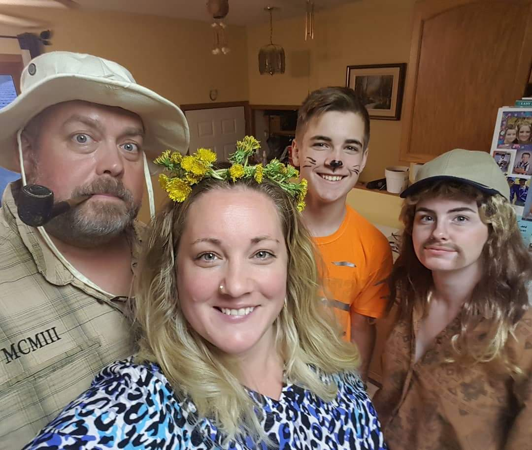 Tiger King themed dinner tonight! Great fun organized by my creative step-daughter and cooked by my talented wife. Rick, Carole, Tiger and Joe Exotic! #TigerKing pic.twitter.com/SkUInN5xpD