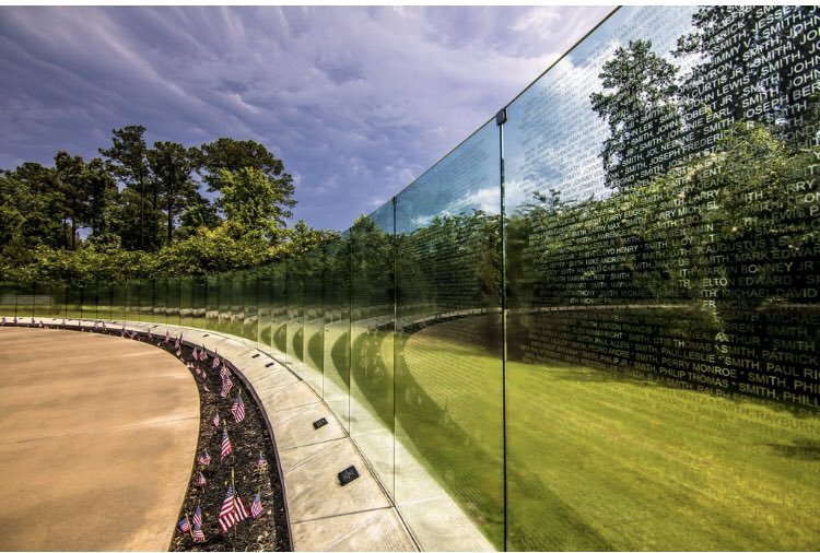 #MemorialDay2020 in #JacksonvilleNC will include livestream of ceremony and guided outdoor tours of Lejeune Memorial Gardens...including the second largest #VietnamWar memorial in the USA etched with every name.  https://www. visitjacksonvillenc.com/186/Memorial-D ay-Weekend   … <br>http://pic.twitter.com/O49IZnyl3F