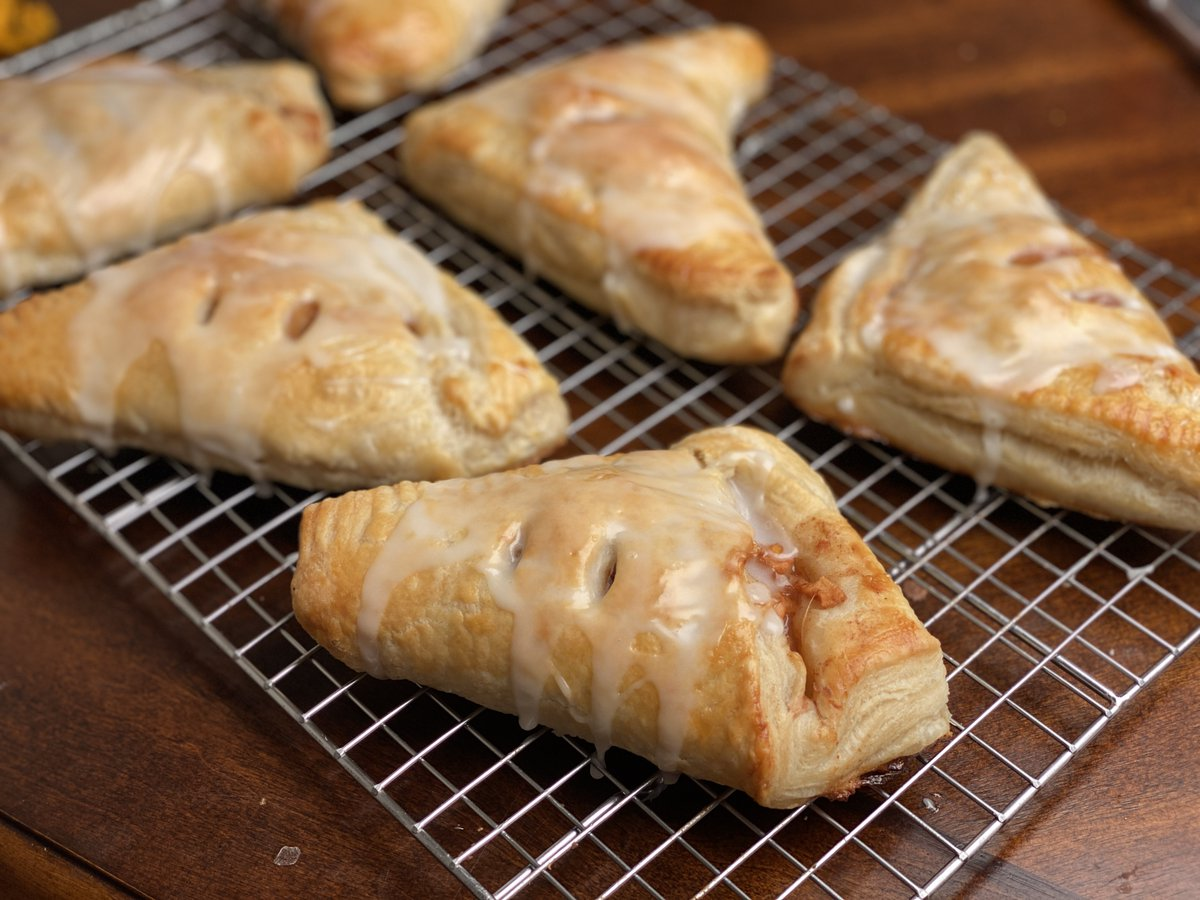 Results from my latest baking stream. Apple turnovers with home made puff pastry. pic.twitter.com/f6W3J8k0CV