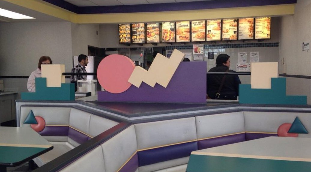 Another fantastic photo of Taco Bell in the 1990s, before the disease of modernism https://t.co/GIiAyNWxiu