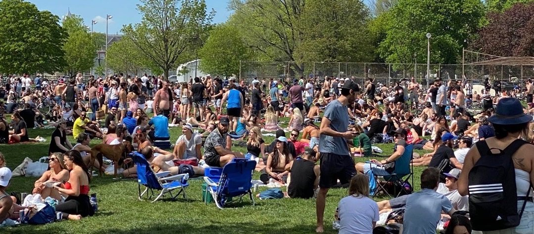 I understand that the photos of people in Trinity Bellwoods were disappointing today. It was a beautiful day & we all want to enjoy our city together, but this could be selfish & dangerous behaviour that could set us back. (1/3) https://t.co/cKVj0DdBhh