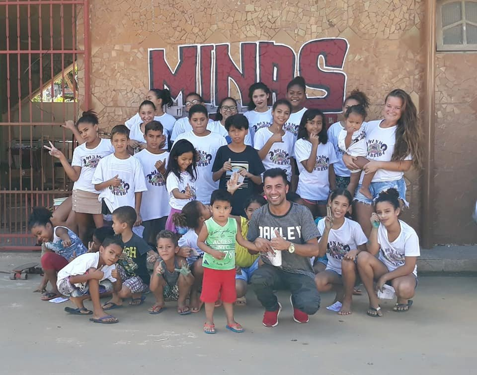 """As #COVIDー19 cases rise, """"many people & collectives have emerged in #Brazil with the mission of becoming something like hope in the midst of chaos for many people.""""  Minas Da Quebrada is a collective providing #MutualAid in #Cariacica, said EmiciThug. https://unicornriot.ninja/2020/the-coronavirus-crisis-in-brazil-an-interview-with-emicithug/…pic.twitter.com/XJCFKaKoOv"""