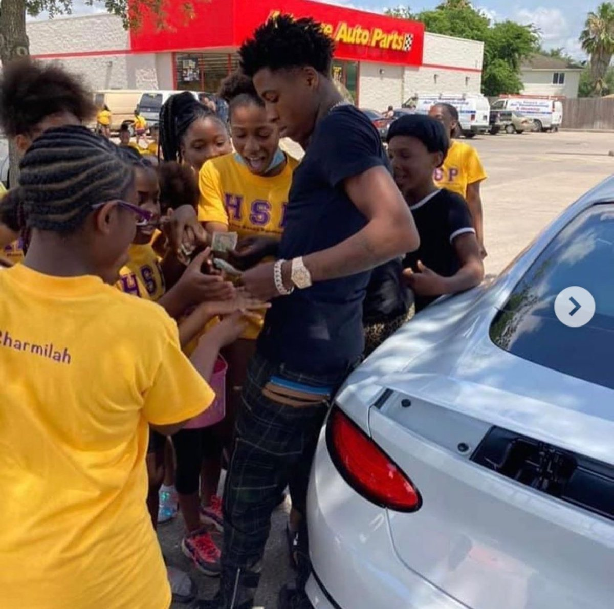 Flyestaround On Twitter Nba Youngboy Donated 5 000 To The Houston Sassy Pantherettes Dance At They Car Wash To Raise Money For New Uniforms Https T Co Dosxac4oac