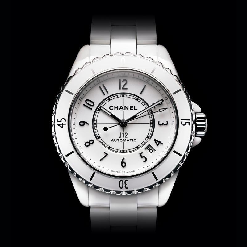 J12 TURNS 20  El singular e icónico reloj CHANEL viaja en el tiempo sin perder nunca su identidad. Descubre más en https://t.co/kP1OHchSK5  #J12Turns20 #CHANELWatches  #ItsAllAboutSeconds https://t.co/0VY1CPLkQI