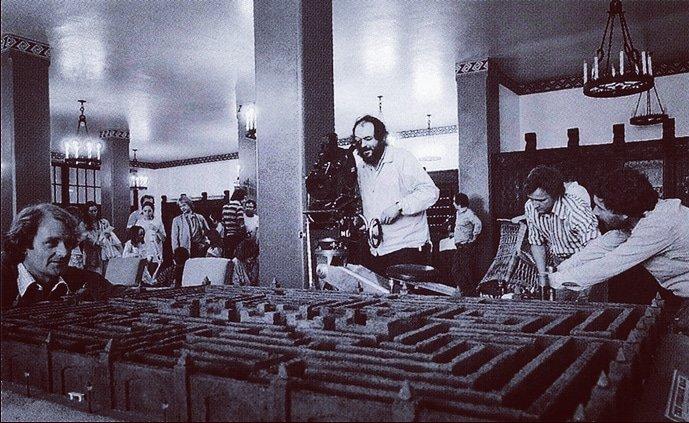 #TheShining40  #StanleyKubrick filming the labyrinth pic.twitter.com/vuPnjeozIT