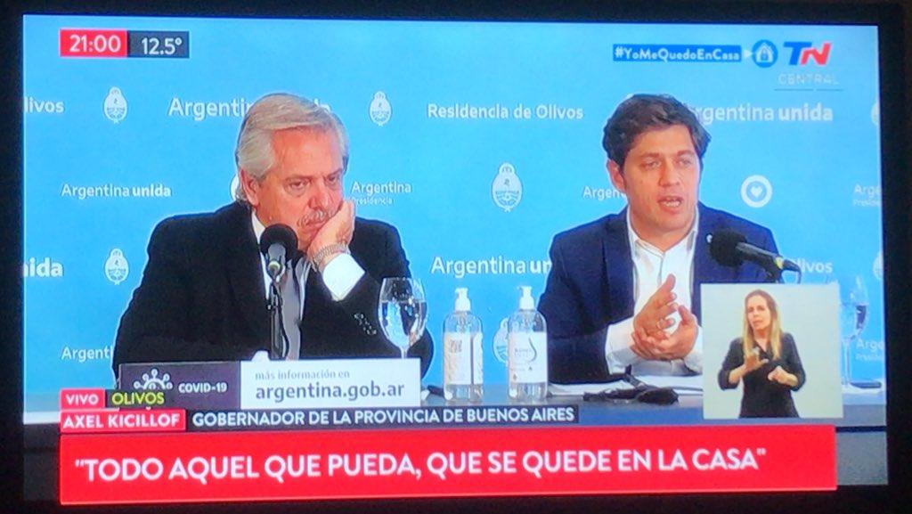 el embole que se pega Alberto cuando arranca Axel #CuarentenaExtendida https://t.co/X0sH6CncLE