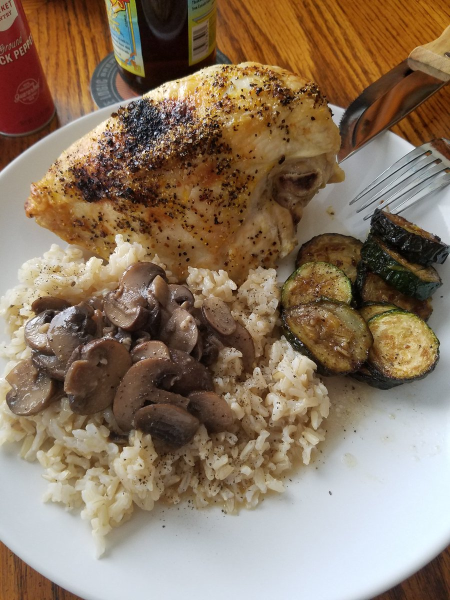 Tonight, for #dinner, Hubby & I made lemon pepper roasted chicken w/brown rice, mushroom/butter sauce and brown butter braised zucchini. It was awesome.  #cooking #MarriedLifepic.twitter.com/1nBUfPgJFT