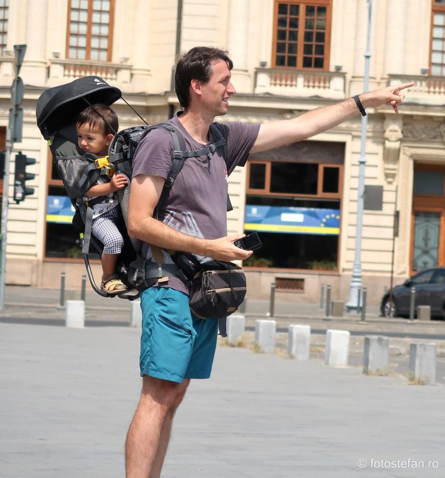 Look at that! #streetphotography #urbanphotography #livefolk #storyofthestreet #lensonstreet #tourists #fathersonpic.twitter.com/Ryqoa1Woak