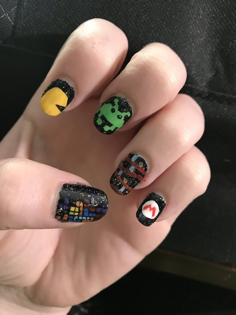 #holotacovideogamesnailart I couldn't decide on one, so I went for a few of the classics. #holotaco #nailart pic.twitter.com/RzxFpeDtc4