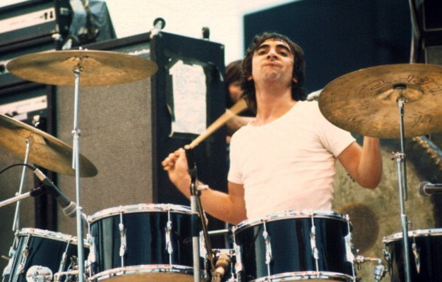 Keith Moon of The Who performs on stage in Paris, 1972.   Michael Putland.pic.twitter.com/2XZEH1ZA9i