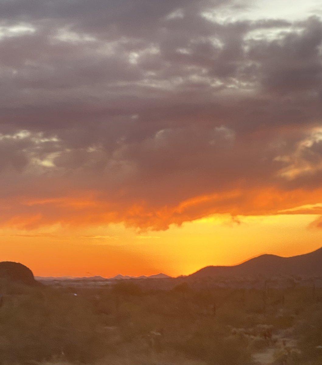 Fire in the sky #orange #sunset #Arizonapic.twitter.com/PoasCe3IQo