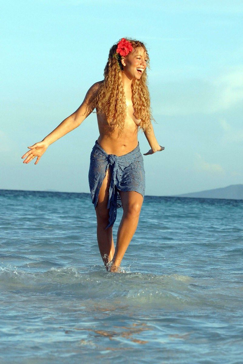 I can't believe that Mariah Carey can walk on water, sit on air AND bend water...she's literally to be feared omg <br>http://pic.twitter.com/twK3gSY6tU