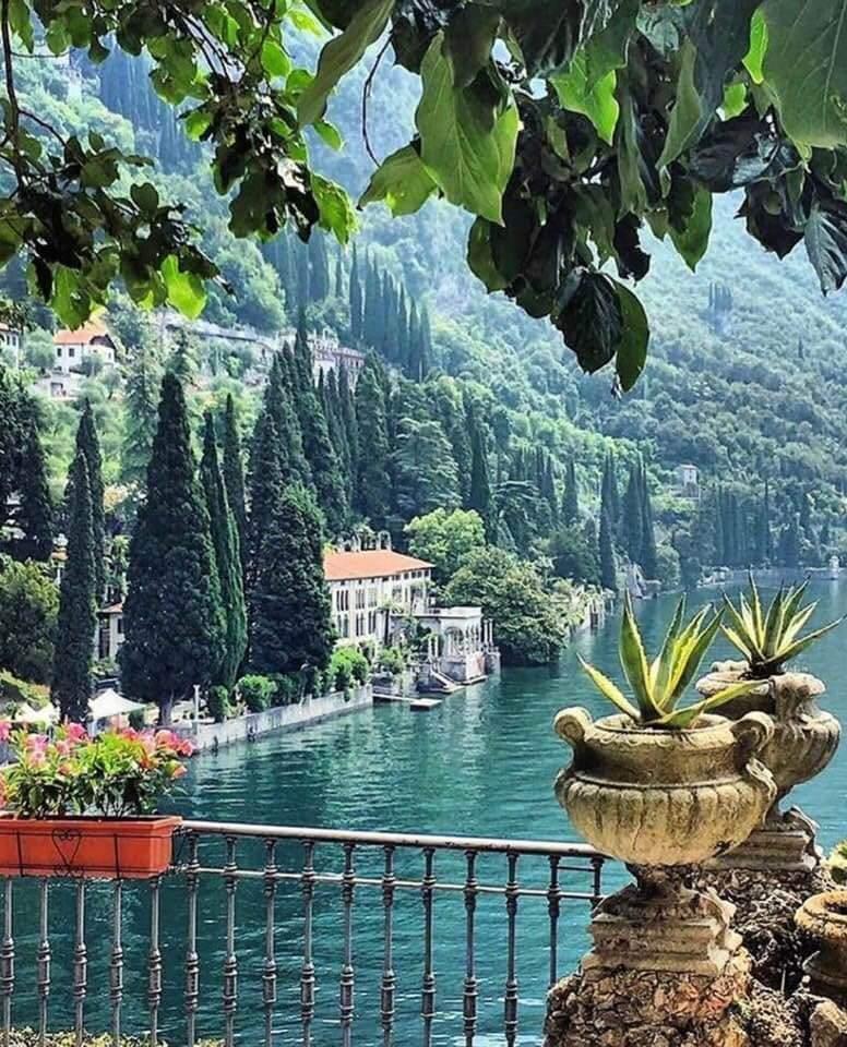 Lake Como, #Italy. #travel #musttravelpic.twitter.com/8jpRreRYHk