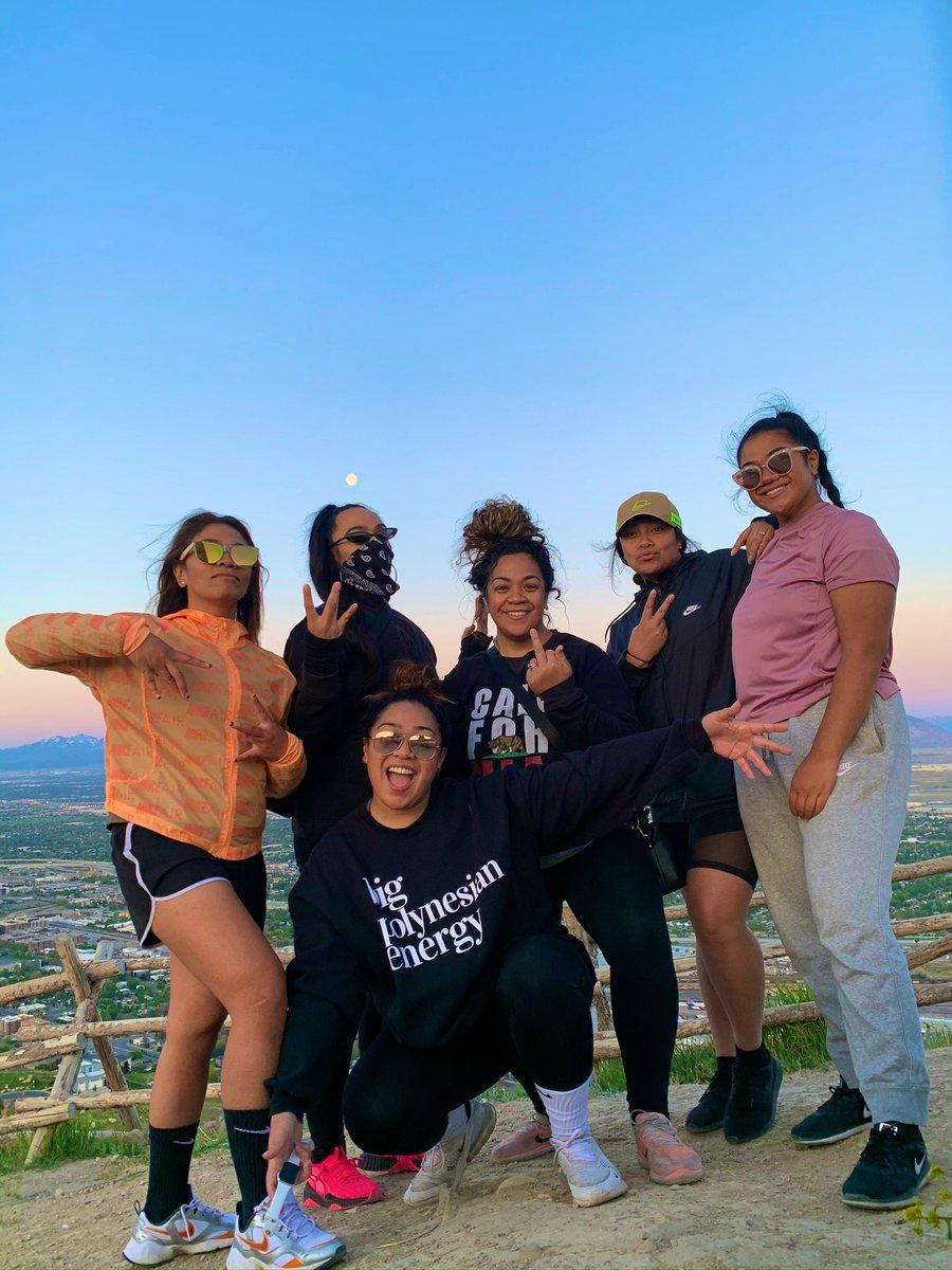 Sisters & Views <br>http://pic.twitter.com/RlxglAz0Cq – à Ensign Peak Trail