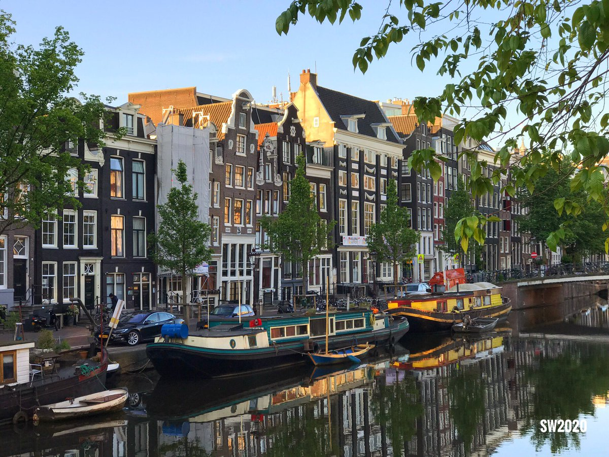 A view from the Singel in #Amsterdam pic.twitter.com/vwxKeBQCNd