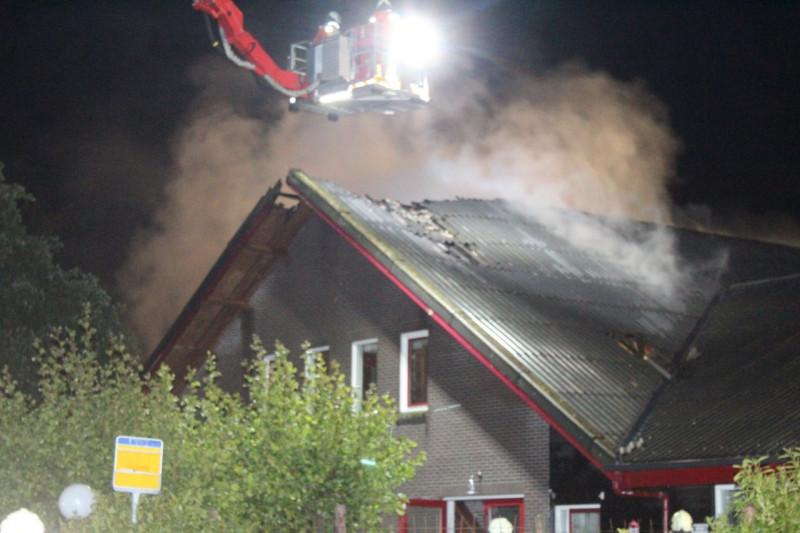 Grote brand verwoest gebouw op camping in Amen -. #Drenthe.