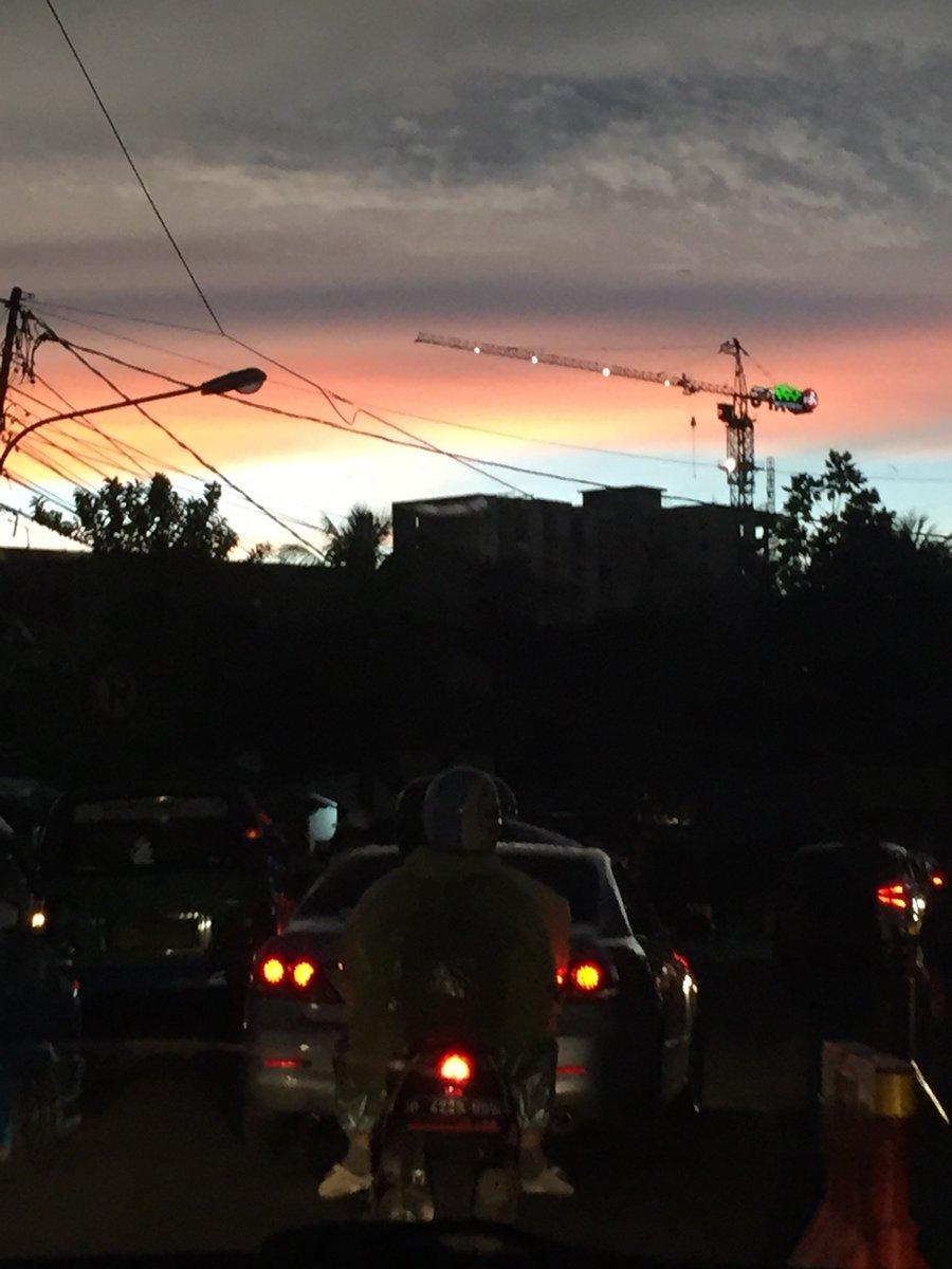 senja #dimobilaja bersama umin pic.twitter.com/SUHpgRPWSB