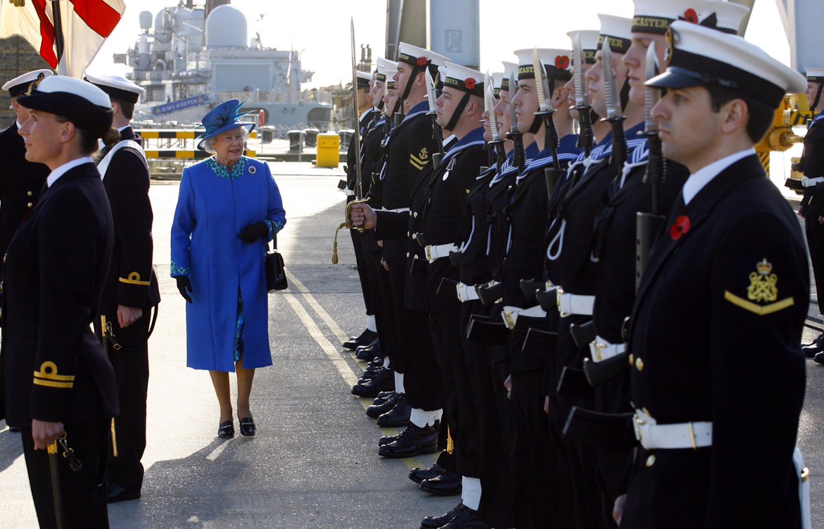 During her thirty years of service, HMS Lancaster has played an important role on the high seas, tackling drug smuggling in the Caribbean and piracy off the Horn of Africa, as well as keeping UK waters safe. 📷 The Queen meets the crew of HMS Lancaster in 2006.