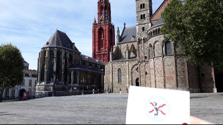 Hace un tiempo, fuimos a visitar la tumba de Sancho de Londoño en Maastricht, en la basílica de San Servicio. Fue un hombre ilustre con las armas y las letras. Un auténtico teórico militar al que estaremos siempre agradecidos por todo el legado que nos dejó. ¡Por su recuerdo! https://t.co/OyyjdSuj2Z