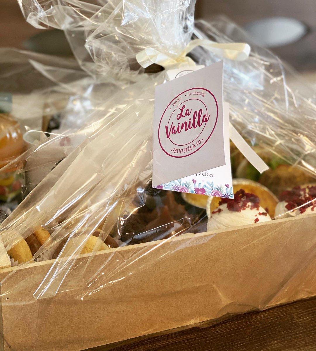 Canasta de desayuno  #freshbaked #madewithLOVE #handmade #experiencialavainilla #lavainillapy #delivery #breakfast #redvelvet #brownie #dulcedeleche #brigadeiro #cookie #alfajoresdemaicena  0982-409-488 pic.twitter.com/mV91dfleIt