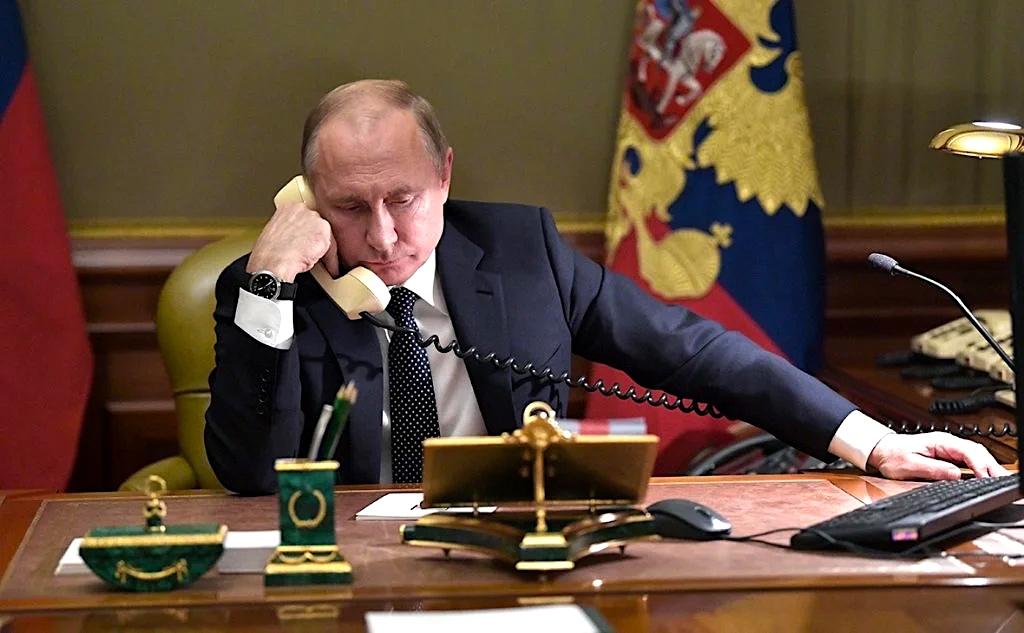 """Со святым Воскресным днем!  Самоизоляция - повод понаблюдать, кто есть кто. Вспоминая слова старца Паисия: """"Добро является добром лишь в том случае, если делающий его жертвует чем-то своим: сном, покоем и тому подобным"""", понимаю сколько сил отдал #Путин. Поминайте его в молитвах! pic.twitter.com/YZFEGdHq5h"""