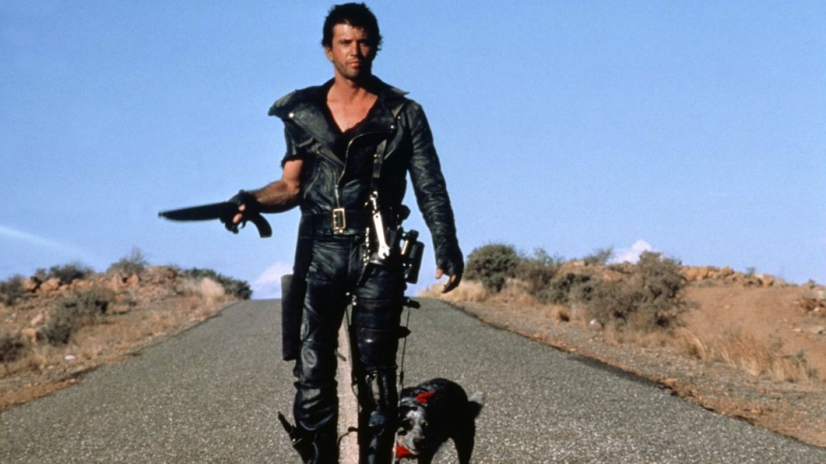 THREE GREAT WESTERNS THAT AREN'T WESTERNS #1: The Road Warrior (1981, dir by George Miller, Australia). Mad Max helps apocalypse survivors at an oil refinery fight murderous scavengers in the outback. John Ford's western STAGECOACH as a freeway car chase with an oil tanker. pic.twitter.com/QEmcixgMbS