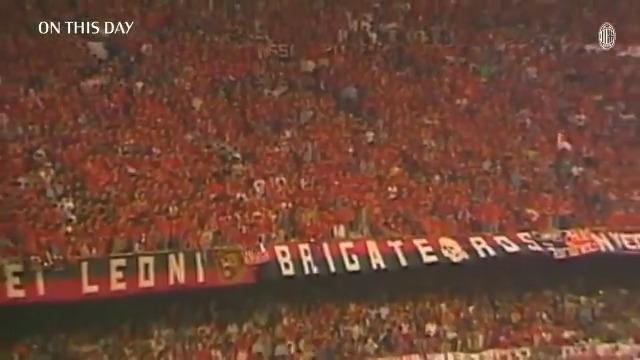 """#OnThisDay 31 years ago, The Immortals redefined football 🔝📽 """"Dopo aver visto questo Milan, il calcio non sarà più lo stesso"""", L'Équipe 🤩 #SempreMilan https://t.co/RM6YKj5BsX"""
