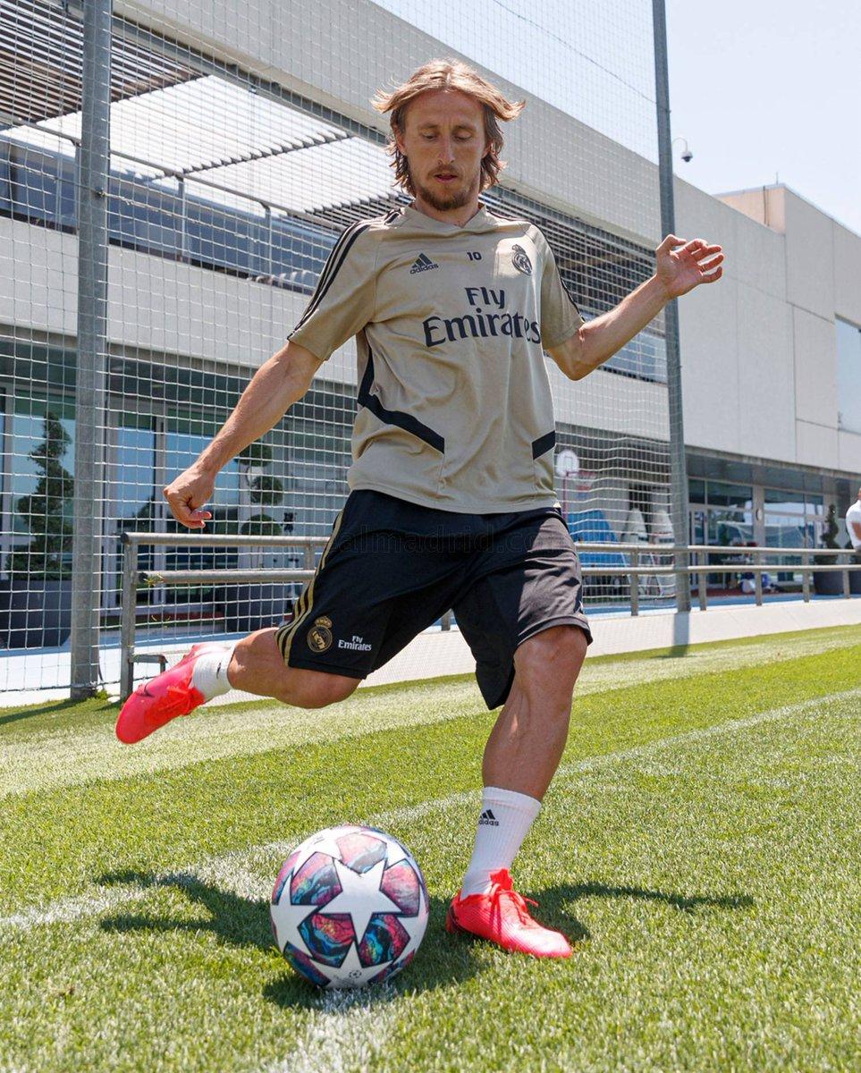 La recreación de aquel córner. Seis años después Ramos y Modric recuerdan el gol en realmadrid.es
