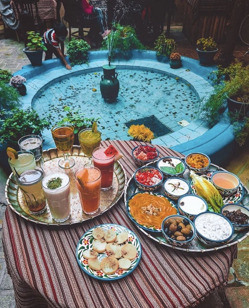 Spring style end of #Ramadan #Persian feast / #brunch. Image at #ParhamiHouse by #MiliNute. #HappyEid #PersianFood #BonAppetit #lifestyle #StayHome #SuperSoulSunday #LoveIranpic.twitter.com/HdHYj79xIZ