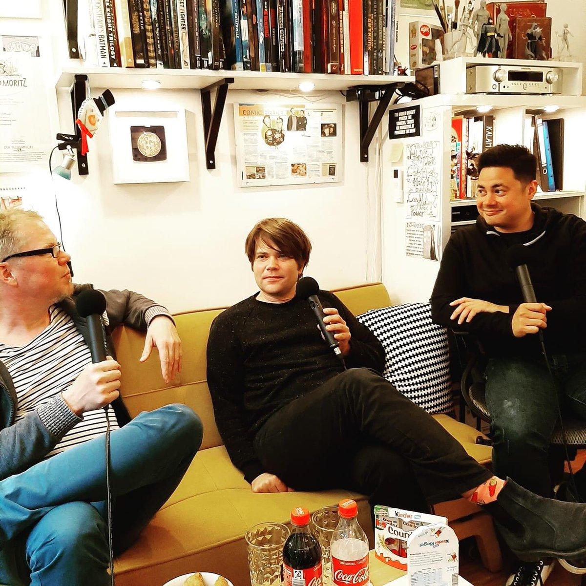 Besuch im Atelier! Jan Müller von @tocotronic war zu Gast. Es ging u.a. um Lustige Taschenbücher, Jans Comicleidenschaft und kreative Prozesse beim Zeichnen und Musikmachen. Hört ihr am 29.5. in der neuen Folge @artaberherzlich!