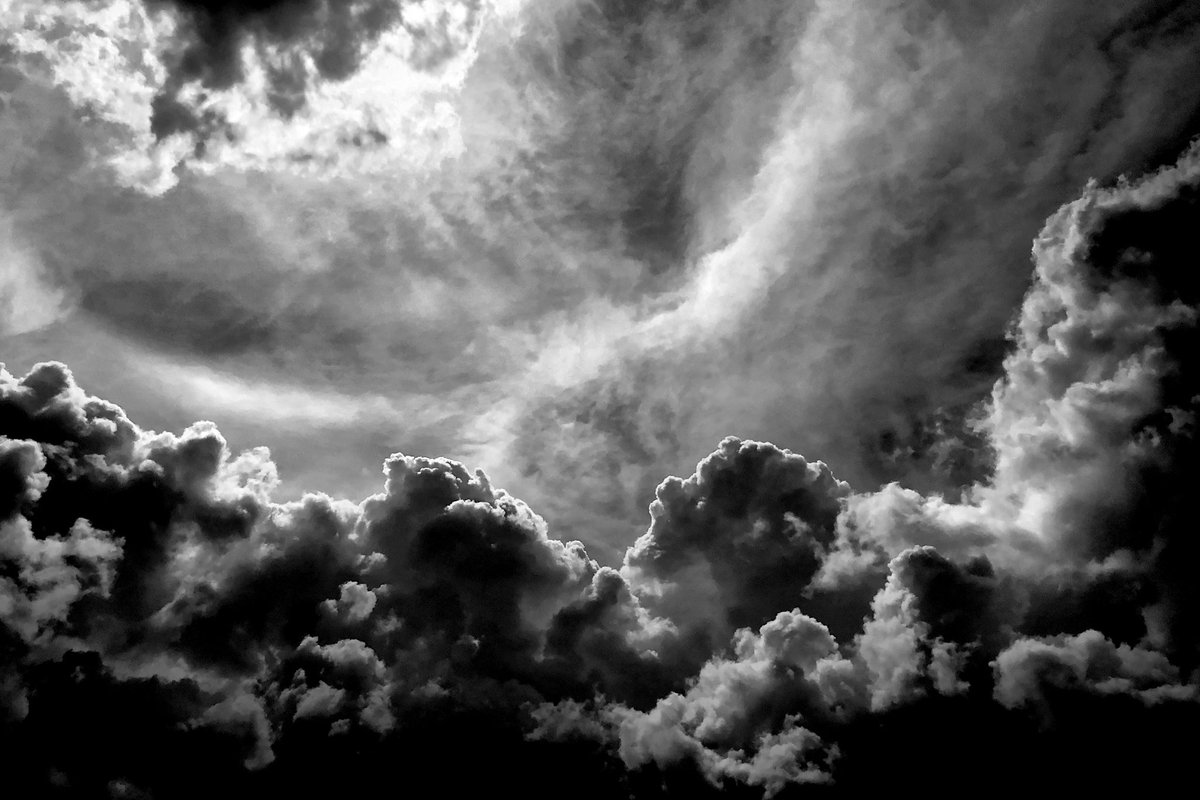 A wish taken from the clouds, experienced and beloved - that's how a reunion should be  #berlin #photography #blackandwhite #monochrome #photo #clouds #StormHourpic.twitter.com/fPxCmDUrnc